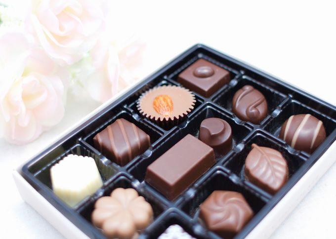 白い薔薇とチョコレート
