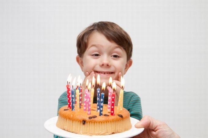 バースデーケーキと男の子3
