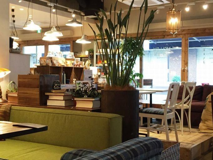 オシャレな内装のカフェ