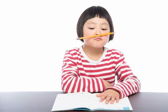 宿題に集中できない小学生