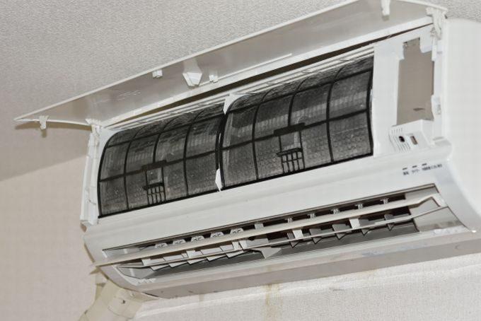 エアコンのカバー開けたところ