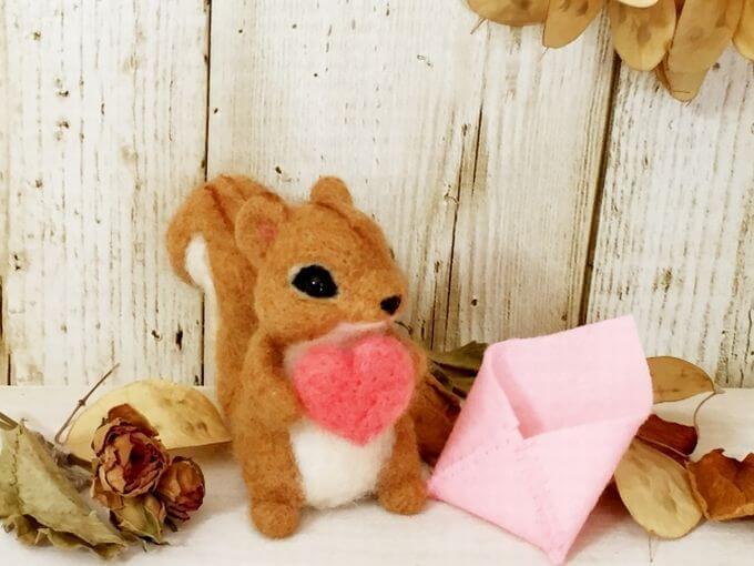 リスさんとお手紙 ハートを受け取る(ピンク封筒)
