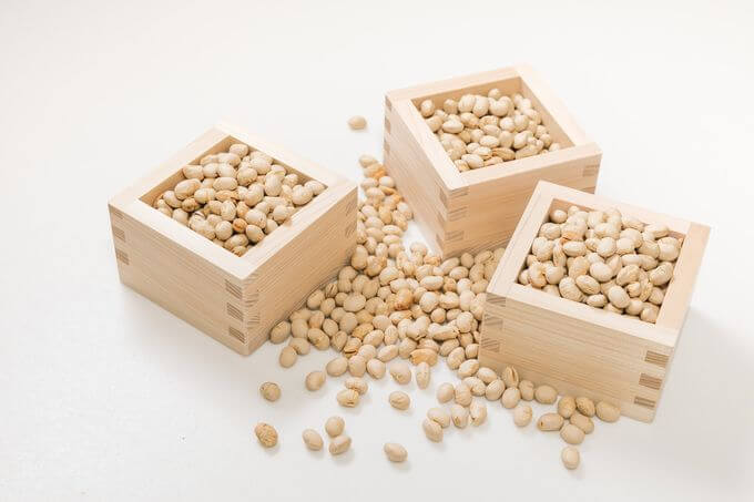 節分用の豆が入った枡(1合)