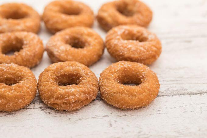 砂糖のついたお菓子ドーナツ